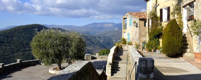 Monument-Historique-Saint-Cézaire-sur-Siagne-Residence-Riviera-ville1