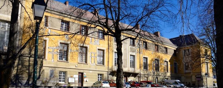 Monument Historique Palais Archiépiscopal Embrun - Jedefiscalise.com - 1